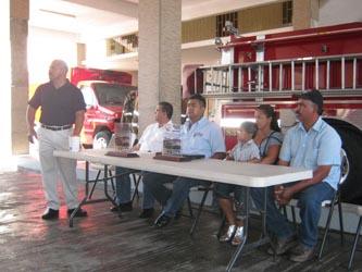 Destinan bomberos donativo del Rally Cross a ayuda médica para dos pequeños