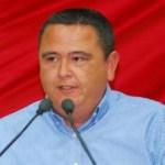 """""""En lo personal, con toda responsabilidad lo decimos, manifestamos nuestra simpatía por el proyecto nacional de EPN y los candidatos del PRI en BCS, por considerar que México necesita recuperar el rumbo y la certeza en el futuro, porque México debe y puede cambiar"""", dijo el diputado Carlos Castro Ceseña en su pronunciamiento."""