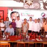Ricardo Barroso Agramont, candidato del PRI a senador de la república, en reunión con miembros de la CANIRAC de La Paz.