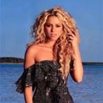 """Para la celebración, Shakira aparece en la fotografía con un gorro y un globo de fiesta, y con un cartel que dice """"50 millones""""."""