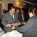 El Rector de la UABCS entregó reconocimientos por años de servicio durante la celebración del Día del Maestro realizada el viernes pasado.