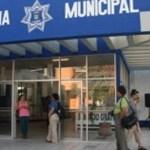 Cinco de los seis oficiales de la policía municipal que participaron en la balacera del martes 5 de junio, en la que José Antonio Mendoza Murillo, marino de 23 años, recibió dos impactos de bala, han vuelto a sus labores habituales, mientras que su compañero se encuentra a expensas de las autoridades competentes.