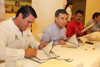 Simplificación administrativa y ampliación de contribuyentes, coinciden empresarios y Barroso
