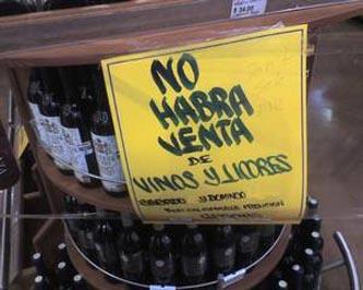 La disposición aprobada por el cabildo de La Paz establece que para los sitios que expenden bebidas embriagantes en envase cerrado, deberán suspender su venta a las veintidós horas del día sábado treinta de junio, hasta las nueve horas del día lunes dos de julio del presente año.