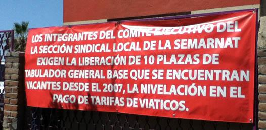 Ante el congelamiento de plazas, se van a paro trabajadores de SEMARNAT
