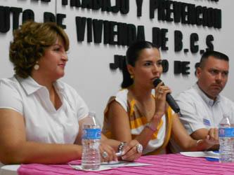 María Helena Hernández Lezama, presidenta honoraria del sistema DIF, dejó ver a los asistentes que lo más importante para lograr resultados a favor de la comunidad es dar siempre un poco más.