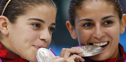 Para Espinosa, en su día de su cumpleaños 26, se convirtió en la primera atleta nacional en lograr preseas Olímpicas consecutivas, algo que el deporte tricolor no veía desde el también Joaquín Capilla.