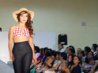 Sorprenden alumnos del CECATI 39 con su Vintage Fashion Fest 2012