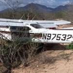 La avioneta, de cuatro plazas, llevaba como pasajeros a dos adultos y dos menores, el piloto de la aeronave era el propio jefe de la familia; desafortunadamente a la aeronave se le apagaron los motores y ya no le fue posible llegar al aeropuerto.