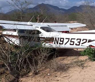 Falla en los motores provocaron aterrizaje de emergencia de avioneta, el dictamen