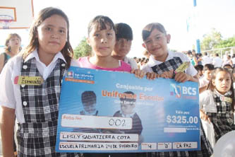 Entregará el gobierno estatal vales de 325 y 200 pesos para uniformes y útiles