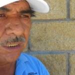 """De vuelta al Seguro Social, luego de consultar al cirujano Mendoza Unzón, el señor Espinoza manifiesta que a su esposa la atendieron """"con muy buenas manos, el doctor Luna, el doctor Jiménez de la Llave, la doctora Marina"""" y que """"inmediatamente ellos actuaron, de la manera más rápida, para mandarla a Obregón para hacerle una operación"""". """"Si no hubiera sido por ellos"""", agradeció, """"mi señora pierde el ojo""""."""