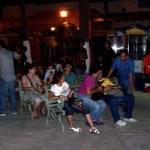 El evento contó con la presencia de conocidos personajes del ambiente cultural paceño y alguno que otro miembro del movimiento #YoSoy132, quienes se deleitaron con los poemas ahí leídos, mientras daba inicio el que ese movimiento tenía programado en el kiosco del malecón.