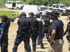 Adiestran a Grupo Táctico de la Policía municipal