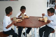 Por entregarse dos nuevos desayunadores comunitarios