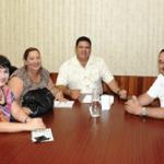 Alcalde con dirigentes del SNTE