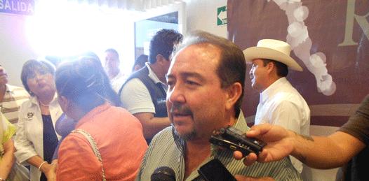 """No niega Tony Agúndez """"coqueteos"""" con el PRI, pero lo hace """"por las familias"""" cabeñas"""