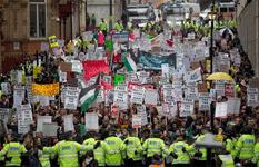 Estudiantes marchan en GB