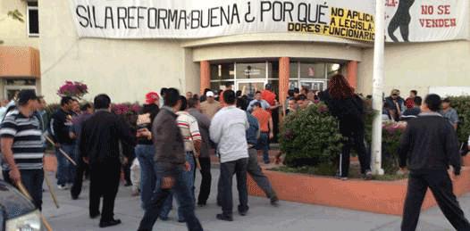 """Recuperan """"institucionales"""" el edificio del SNTE"""