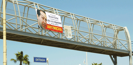 Se manifiestan contra el gobernador Eruviel…en La Paz