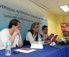"""Presentan en la UABCS libro """"Los amos del tiempo"""""""