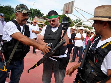 Autodefensas toman control en Michoacán
