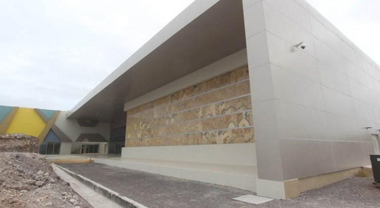 Deben profesionales administrar el Centro de Convenciones de La Paz
