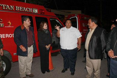 Entregan ambulancias a Cruz Roja y Bomberos