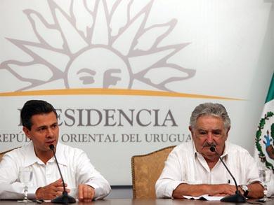 Condecora México al presidente uruguayo