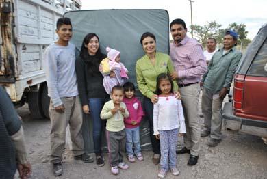 Apoyan a familias reubicadas en Las Brisas