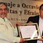 El Jefe del Departamento Académico de Humanidades de la UABCS recibió de manos del Rector el certificado que acredita a la carrera de Lengua y Literatura como programa de calidad el pasado 29 de mayo.