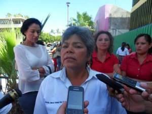 Los profesores acusan a la directora Estela Ruiz de ser prepotente y faltista.