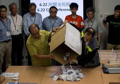Reclama Hong Kong democracia a China