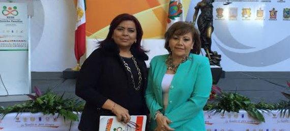 Acudieron al Congreso Internacional de Derecho Familiar las abogadas  Martha Magdalena Ramírez Ramírez, y Guadalupe Espinoza Ruiz.