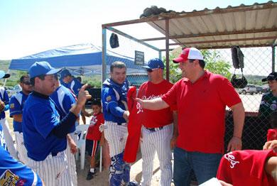 Apoya Barroso a deportistas