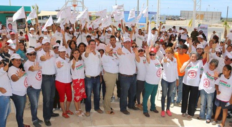 Se reunió Barroso con vecinos de Chametla