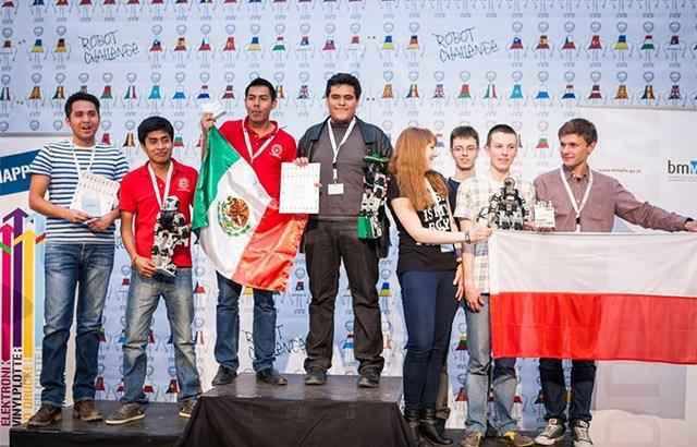 Triunfan mexicanos en concurso de robótica