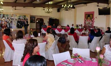 Festeja UABCS a trabajadoras administrativas