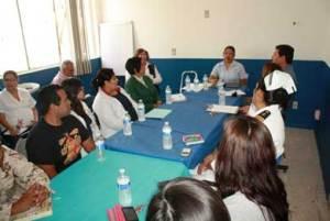 """Reunión del Consejo Estatal de Vacunación en el hospital """"Adán G. Velarde y Oaxaca""""."""