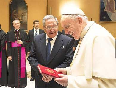 Castro elogia al Papa