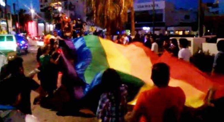 Ondeó la bandera del arcoiris en CSL