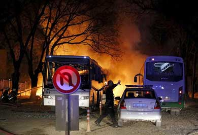 Suman 28 muertos por atentado terrorista en Ankara