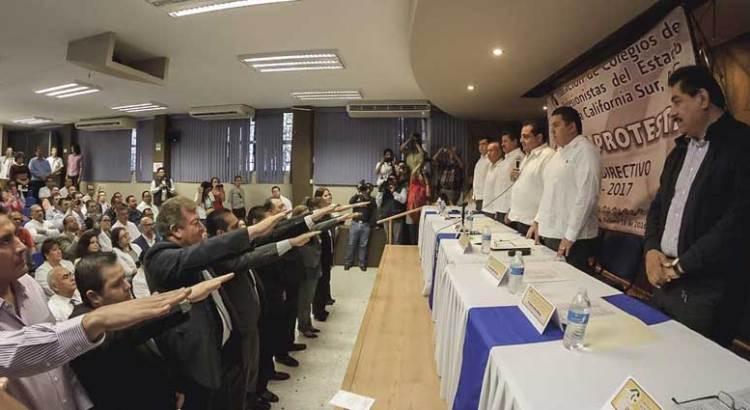 Toman protesta al Consejo de la federación de Colegios de Profesionistas