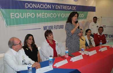 Entregan equipo médico a través de DIF estatal