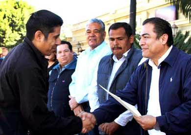 Respalda Alcalde programa de preparatoria abierta
