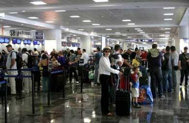 Contrata INM más personal en el aeropuerto de SJC