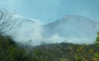 Incontrolable el incendio en la Sierra de San Felipe