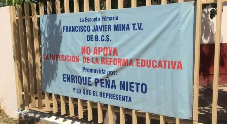 Bajo protesta  trabajan maestros de Los Cabos