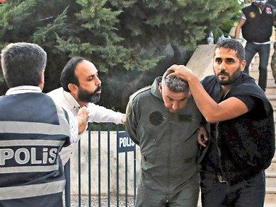 Van 6 mil golpistas detenidos en Turquía