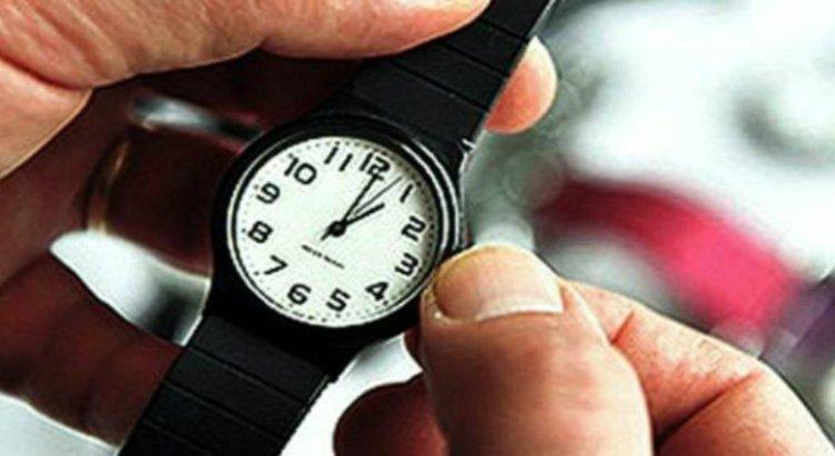 A adelantar una hora los relojes